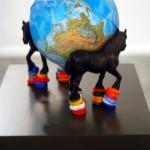 2006 - Faltan héroes para dar la vuelta al mundo (Serie Proyecto para una geografía sentimental) 23 x 24 x 15 cm