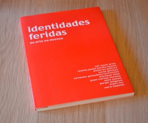 2001. Identidades Feridas